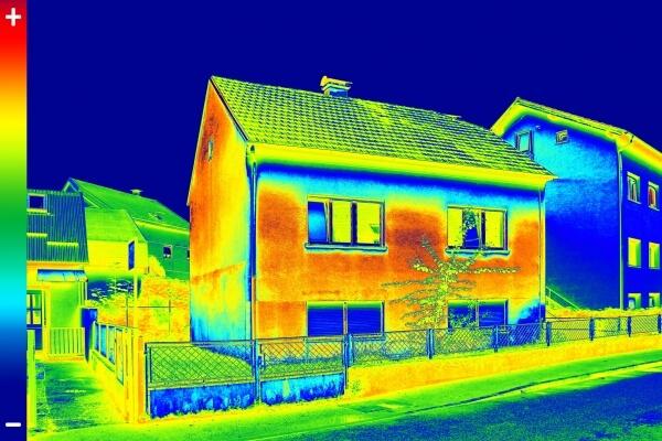 Baart-DOET energie- en bouwadvies regio Zwolle beeld warmtecamera warmtescan energiebesparing permanent besparen op energie tegen warmte en koude verlies warmtescan zichtbaar foto van warmtelek temperatuur verschil isolatie gezond wonen weinig warmteverlies