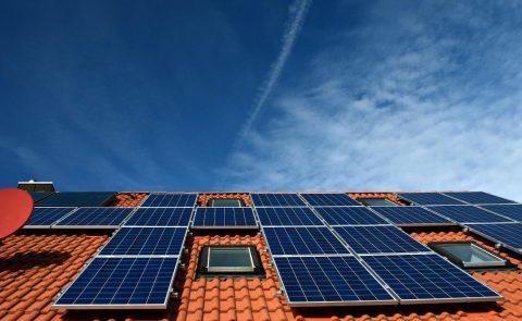 Zonnepanelen of zonneboiler met zonnecollectoren